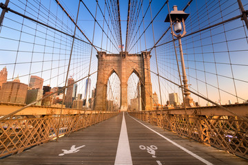 Foto auf Leinwand Brooklyn Bridge Pedestrian path over the Brooklyn Bridge connecting Manhattan New York City over the East River