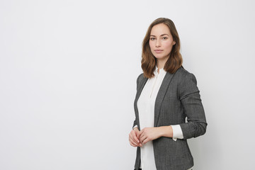 Obraz Portrait of beautyful and confident business woman - fototapety do salonu