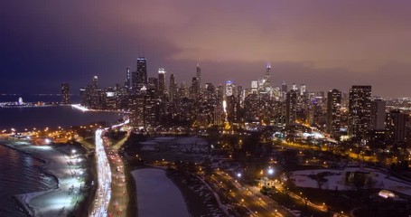 Fototapete - Chicago downtown aerial skyline hyperlapse tielapse night ecening