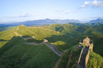 Keuken foto achterwand Chinese Muur Chinese Great Wall in summer under the blue sky; famous tourist attraction