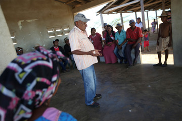 Colombian Rafael Sapuana, mediator or Putchipuu in Wayuunaiki language, speaks during a reconciliation ceremony between Colombian and Venezuela indigenous from the Wayuu tribe, in Castilletes