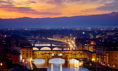 Fototapete - Evening sunset over Florence with Ponte Vecchio bridge on Arno river and tower in Italy.