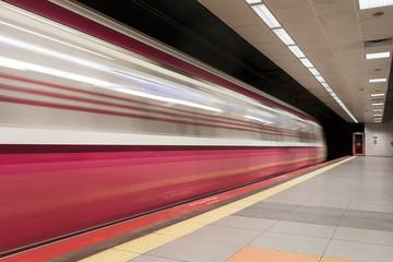 Fotomurales - Metro train arriving the station