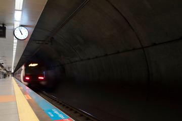 Fotomurales - train leaving the station