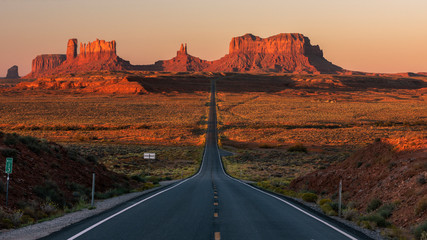 Foto auf Leinwand Arizona Sunrise Road