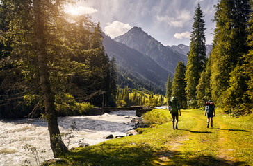 Hikers in the mountains of Kyrgyzstan Fotomurales