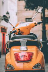 vespa naranja italia