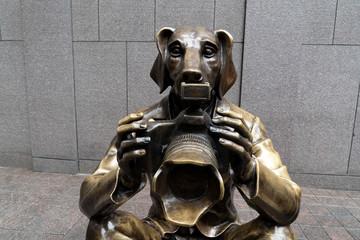 NEW YORK, USA - MAY 5 2019 -  Dog and bunny photographer statue