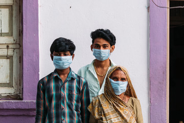 Indian family wearing surgical masks to protect themselves from the Corona Virus Pandemic Fotomurales