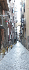 Tuinposter Smal steegje narrow alley and the popular houses in the district of Naples i