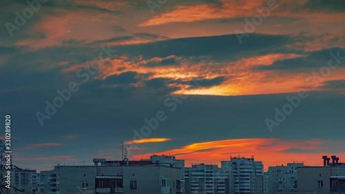 Fotobehang Scenic sunset clouds in dusk sky above city skyline. Timelapse, 4K UHD.