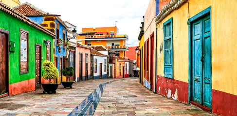 Fototapete - Charming colorful old streets of Los llanos de Aridane. La Palma, Canary islands
