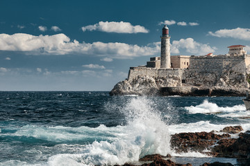 Spoed Fotobehang Havana Lighthouse of El Morro castle in Havana bay