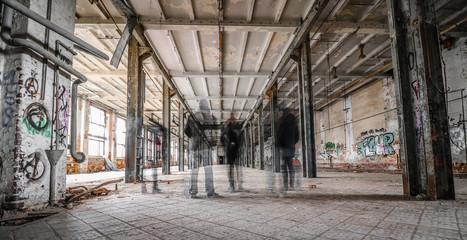 Autocollant pour porte Les vieux bâtiments abandonnés Geister in Industrieruine