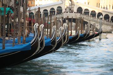 Fotorolgordijn Gondolas gondoles à Venise