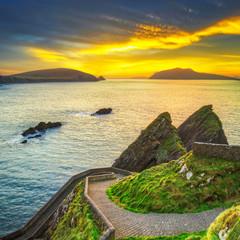 Fototapete - Amazing sunset over the Dunquin bay of Dingle Peninsula, Co.Kerry. Ireland