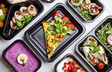Zdrowa dieta pudełkowa sniadanie obiad lunch box, na dowóz, na wynos, pełnowartościowy, zbilansowany fit posiłek na cały dzień  Fototapete