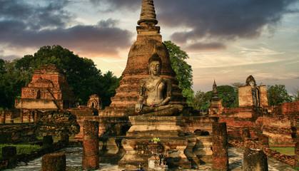 Photo on textile frame Place of worship Temple de Thaïlande avec ses statues et stupas