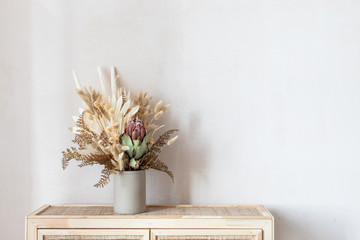 Fotorolgordijn Bloemen Minimalistic composition of dried flowers in cylindrical ceramic vase as home decoration.