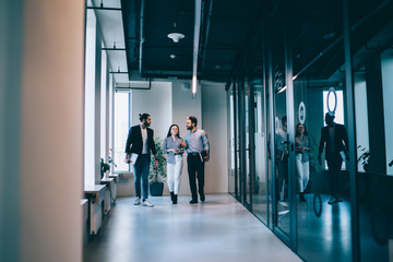 Business people interacting with each other in workspace Fotomurales
