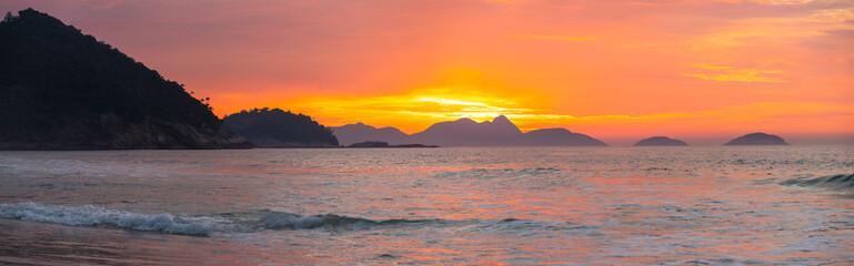 Fotorollo Koralle The sunny beach of Copacabana in Rio De Janeiro.