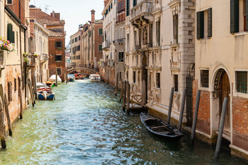 Foto op Aluminium Gondolas Beautiful view of the canal with a floating boats