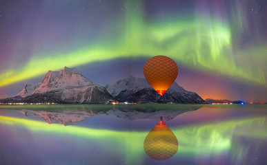 Papiers peints Aurore polaire Hot air balloon flying with spectacular Northern lights - Northern lights (Aurora borealis) in the sky over Tromso, Norway