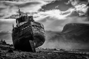 Photo sur Toile Naufrage Corpach shipwreck at Loch Linnhe