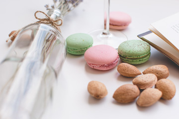 Spoed Foto op Canvas Macarons Sweet pause with macarons