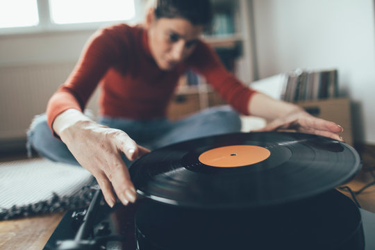 Selective focus of audiophile playing favorite vinyl record on turntable