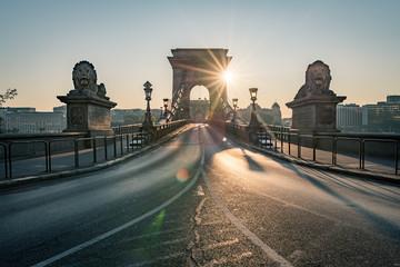 Foto auf Leinwand Budapest The stately Budapest Chain Bridge in a wonderful dawn light, Hungary 2019