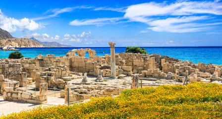 Fotobehang Cyprus Landmarks of Cyprus island - antique Kourion temple over the sea