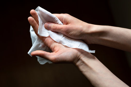 Disinfecting the hands with disinfection wet wipes