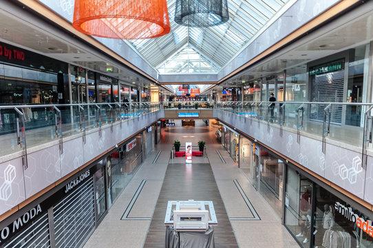 leeres Einkaufscenter in der Innenstadt wegen Coronakrise geschlossen