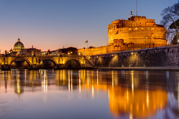 Fotobehang Oude gebouw The Castel Sant Angelo and the St. Peter's Basilica in Rome at dusk
