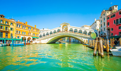 Wall Mural - Rialto Bridge and Grand Canal in Venice, Italy