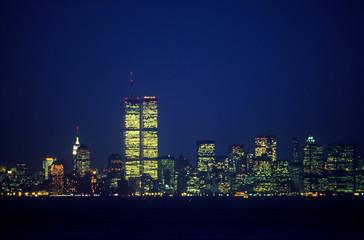 Fototapete - Manhattan Skyline from Staten Island at night, New York City, NY