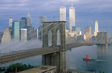 Fototapete - View of New York skyline, Brooklyn Bridge over the East River and tugboat in fog, NY