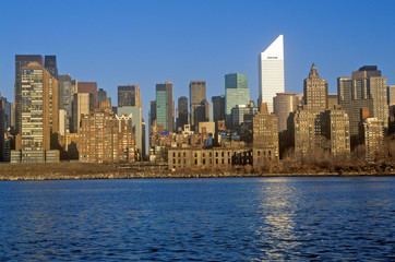 Fototapete - View of midtown New York from Queens and the East River, NY