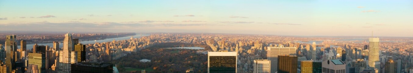 Fotomurales - Panoramic view of New York City and Central Park from ÒTop of the RockÓ viewing area at Rockefeller Center, New York City, New York