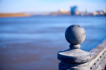 Photo sur Plexiglas Zen pierres a sable Parapet on the background of the Volga River