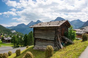 Wall Mural - Holzhäuschen in Arosa im Kanton Graubünden / Schweiz