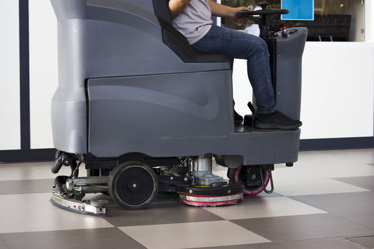 Brush in the battery scrubber-dryer in Russian airport.