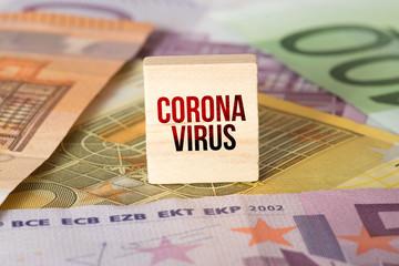 Euro Geldscheine und Coronavirus