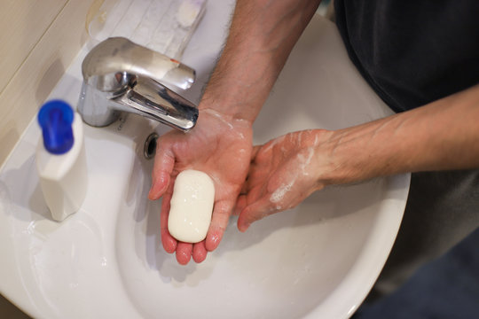 """Remedies against coronavirus """"COVID-19"""": how to wash your hands with soap"""