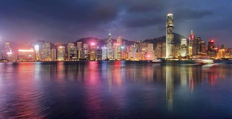 Fotomurales - Panorama of Victoria Harbor night view at Hong Kong, China