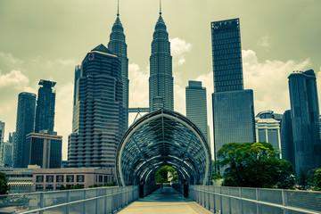 Spoed Fotobehang Kuala Lumpur Saloma Bridge & Petronas Towers in Kuala Lumpur, Malaysia