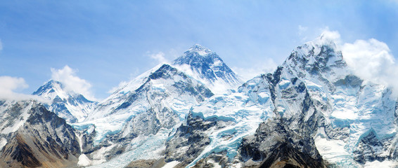 Mount Everest with beautiful sky and Khumbu Glacier Fotomurales