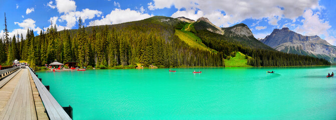 Papiers peints Vert corail Beautiful lake in mountains, Canada scenic landscape panorama