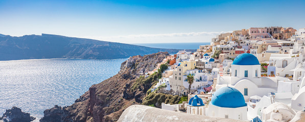 Foto auf AluDibond Santorini Amazing panoramic landscape, luxury travel vacation. Oia town on Santorini island, Greece. Traditional and famous houses and churches with blue domes over the Caldera, Aegean sea